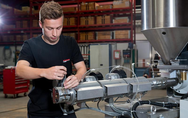 Extruderbau / Extruder Manufacturing
